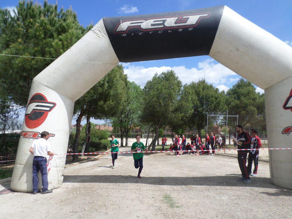 Olimpiadas deportivas de 3º de ESO en el polideportivo